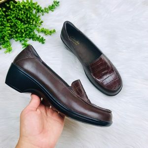 [Clarks] Brown Leather Cocodrille Loafers